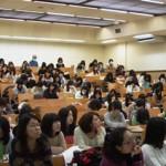 (卒論発表会3)熱心に発表をきく学生たち